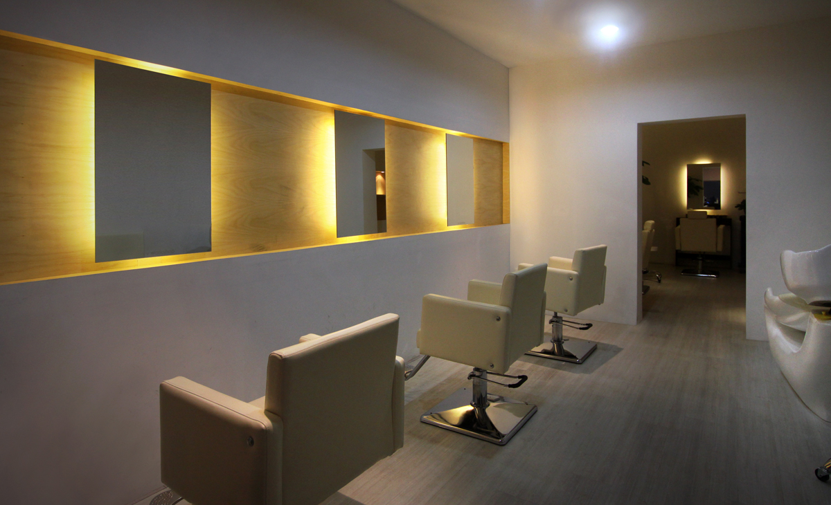 AQSO W Salon, interior design, hairsalon, wood, mirror, snivel chairs, comfortable, recessed light