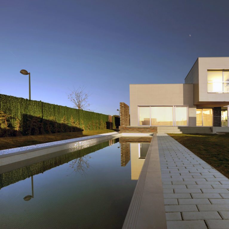 AQSO arquitectos office. The property has an elongated swimming pool in the front garden which is considered one of the best in Spain.