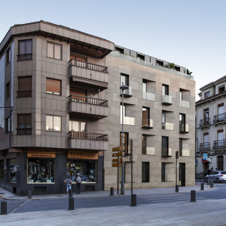 AQSO arquitectos office. This housing project located in a conservation area offers a contemporary style that respectfully blends with the surroundings. The sober fachada encloses a series of high-end apartments.