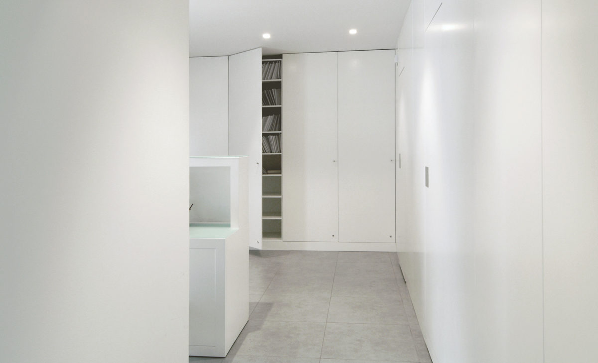 AQSO Zurbaran clinic, lacquered MDF, modular cabinets, filling cabinet