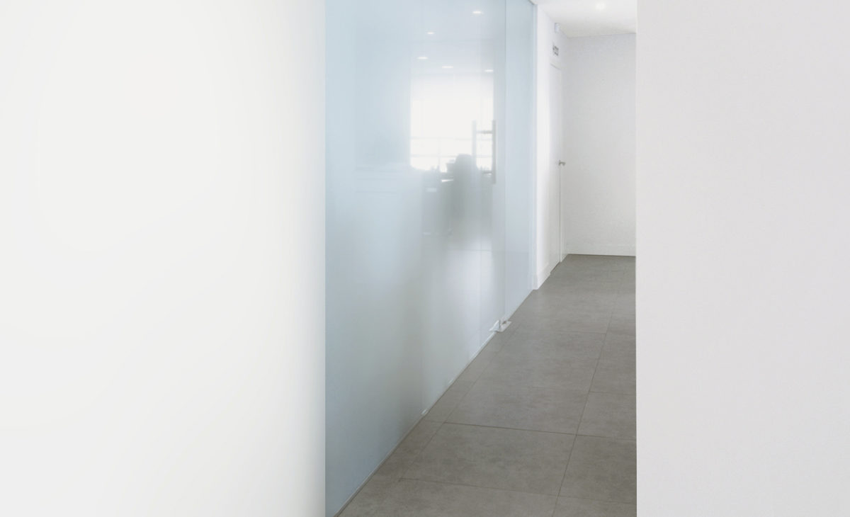 AQSO Zurbaran clinic, glass wall