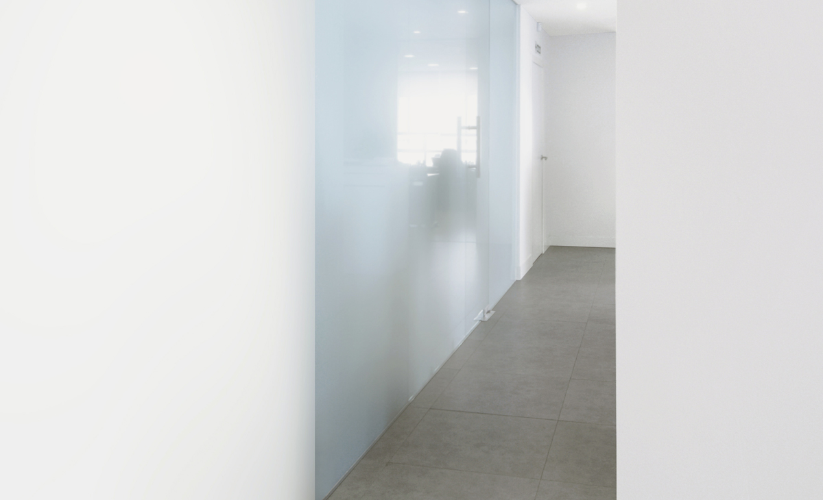 AQSO Zurbaran clinic, glass wall