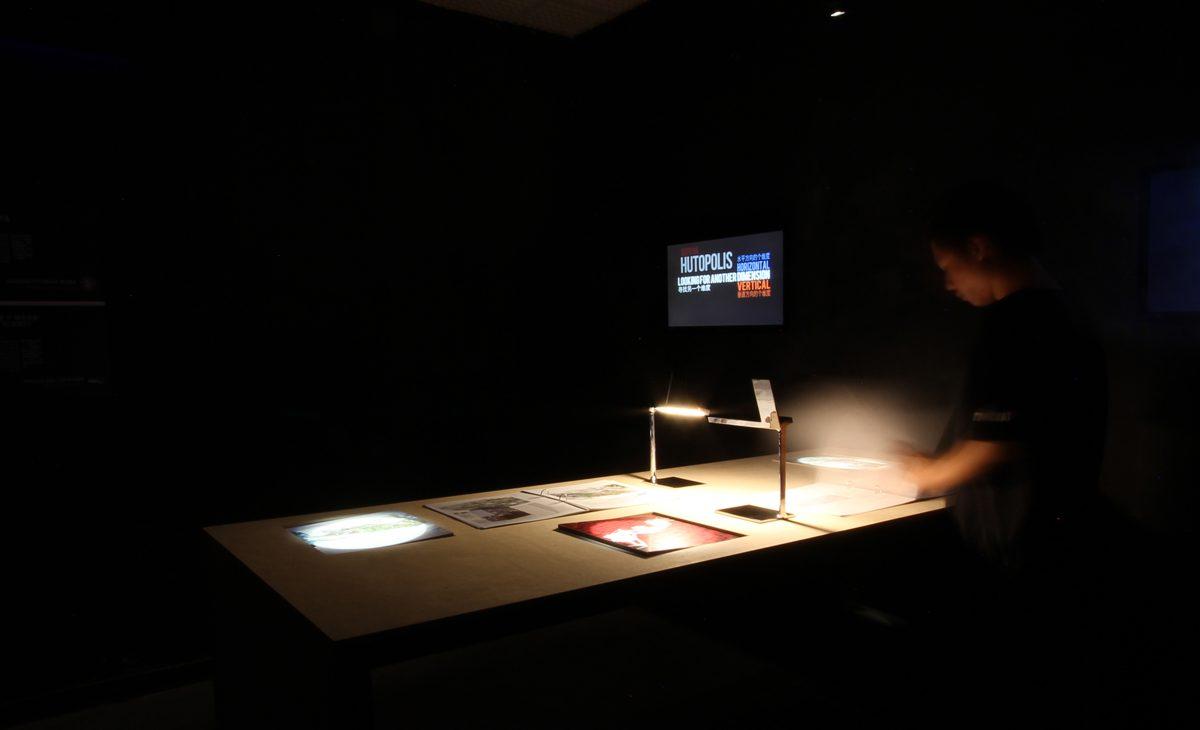AQSO arquitectos office. La planificación espacial del espacio expositivo permite a varios grupos de personas disfrutar del contenido simultáneamente en un ambiente tranquilo y sugerente.