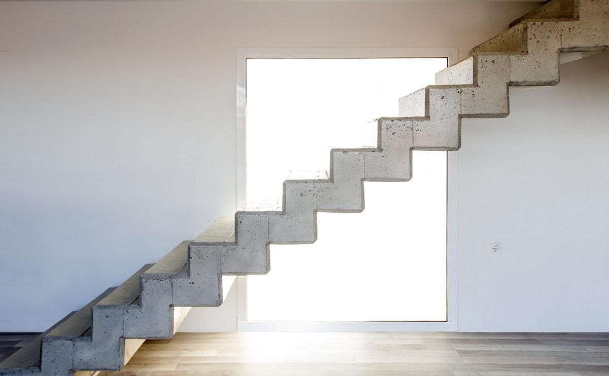 las escaleras de hormigón visto