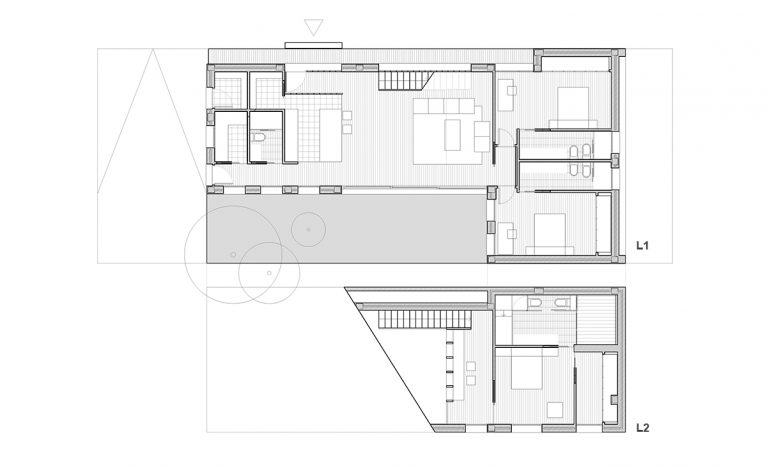 AQSO arquitectos office. Floor plans of the house with open plan living area, guest bedrooms, and master ensuite bedroom on the first floor.