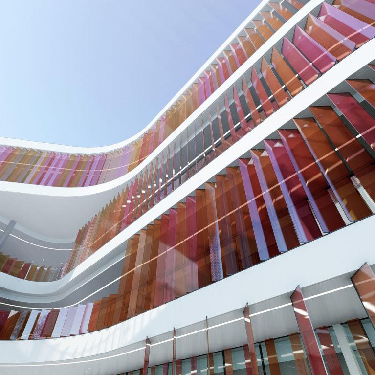 aqso arquitectos office, mercado del ocho, lamas de colores, forjados con canto blanco, escaleras automáticas exteriores, edificio comercial, pisos interconectados