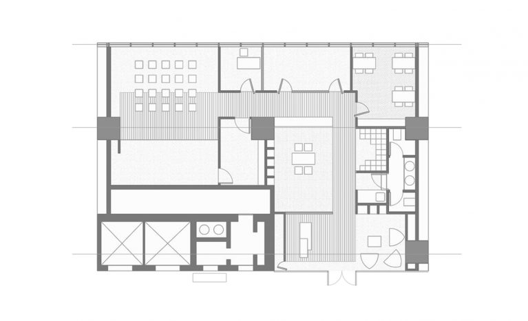 AQSO arquitectos office. The floor plan of this educational management centre shows the reception, the waiting room, the workshop area, the offices, the library and the multifunctional room.