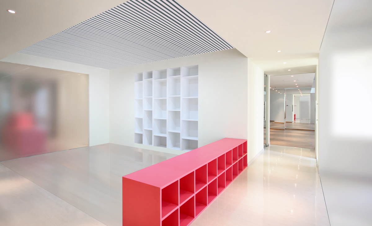AQSO Ivy foundation, waiting room, integrated bookcase, MDF lacquered furniture, suspended ceiling