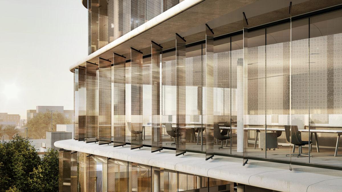 AQSO arquitectos office, vista de cerca de la fachada de vidrio, las lamas exteriores se colocan entre las placas de GRC que sobresalen, protegiendo el acristalamiento interior.