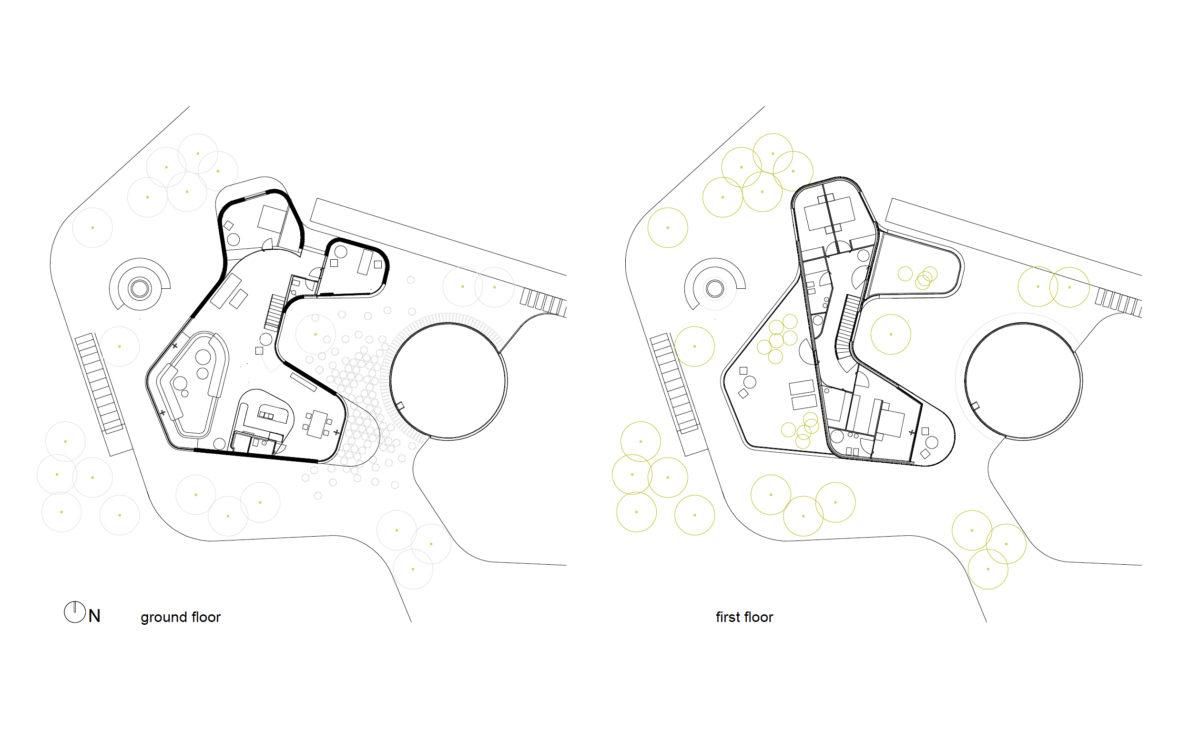 AQSO arquitectos office. Dibujos o planos que muestran las plantas de la casa, incluyendo el patio, el diseño del paisaje y los muebles.