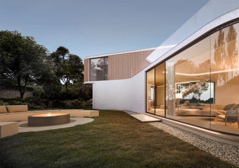 AQSO arquitectos office. Fachada posterior, con acristalamiento curvo y lamas de madera. El jardín tiene un lounge con chimenea.